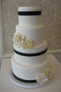 Pearl Mat Navy & White Wedding Cake