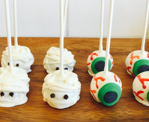 Halloween Cake Lollipops